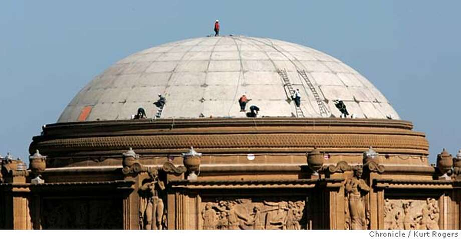 Workers from Best Incorporated are busy on the Palace of Fine Arts Restoration Phase 1B. Rotunda Roof Repair. the old structure designed by Bernard Maybeck for 1915 Panama-Pacific International Exposition has significant structural probloms. Palace_0039_kr.JPG 10/6/04 in San Francisco,CA.  KURT ROGERS/THE CHRONICLE MANDATORY CREDIT FOR PHOTOG AND SF CHRONICLE/ -MAGS OUT Metro#Metro#Chronicle#10/7/2004#ALL#5star##0422398430 Photo: KURT ROGERS