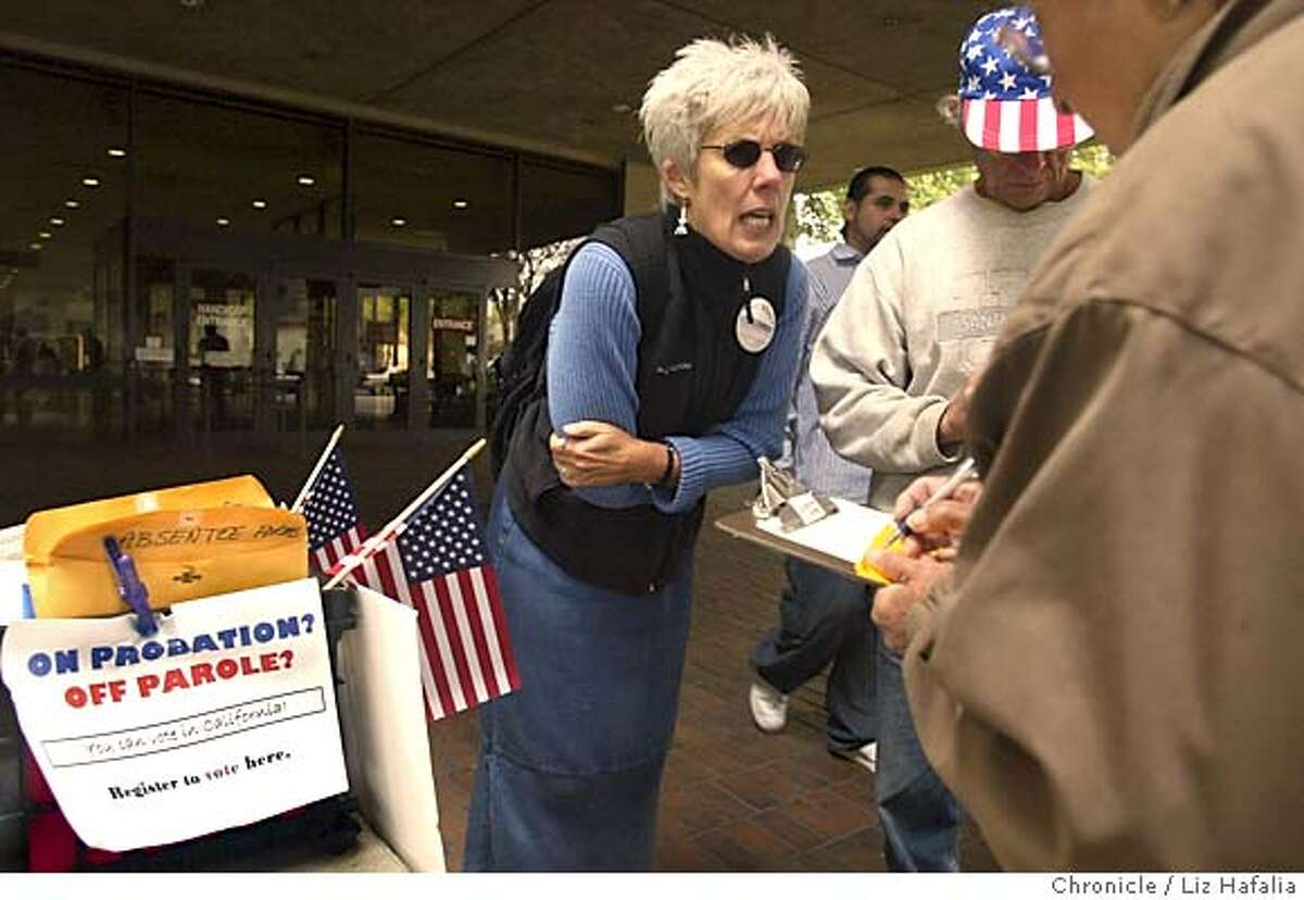 FELONVOTEXX_066_LH.JPG Judy Grether from East Bay Votes! at Manuel County Courthouse registering people to vote. Shot on 9/27/04 in Oakland. LIZ HAFALIA/The Chronicle MANDATORY CREDIT FOR PHOTOG AND SF CHRONICLE/ -MAGS OUT Metro#Metro#Chronicle#10/6/2004#ALL#5star##0422377186