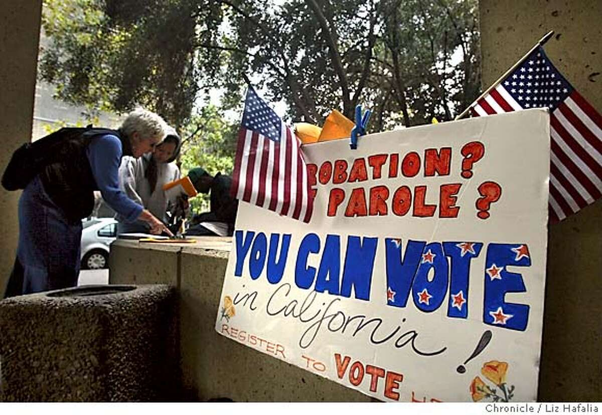 FELONVOTEXX_015_LH.JPG Judy Grether (left) from East Bay Votes! at Manuel County Courthouse registering Cindy Saechao from Richmond to vote. Shot on 9/27/04 in Oakland. LIZ HAFALIA/The Chronicle MANDATORY CREDIT FOR PHOTOG AND SF CHRONICLE/ -MAGS OUT Metro#Metro#Chronicle#10/6/2004#ALL#5star##0422377190