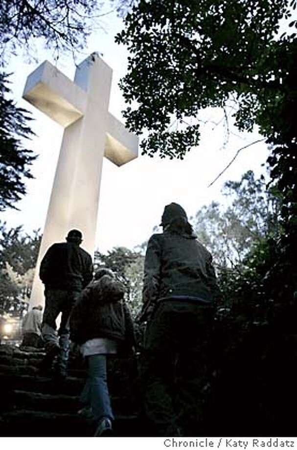 EASTER030_RAD.JPG Sunrise Easter service on Mt. Davidson--the 82nd annual service here. SHOWN: Brave and stalwart folks climb Mt. Davidson before dawn to be at the sunrise service. Photo taken on 3/27/05, in SAN FRANCISCO, CA.  By Katy Raddatz / The San Francisco Chronicle MANDATORY CREDIT FOR PHOTOG AND SF CHRONICLE/ -MAGS OUT Photo: Katy Raddatz