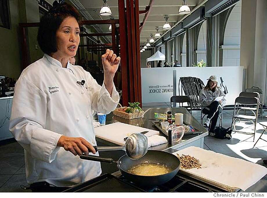 Olivia Wu leads a session on cooking seafood. The Chronicle Cooking School at the Ferry Plaza on 10/2/04 in San Francisco, CA. PAUL CHINN/The Chronicle MANDATORY CREDIT FOR PHOTOG AND S.F. CHRONICLE/ - MAGS OUT Food#Food#Chronicle#10/06/2004##Advance##0422389900 Photo: PAUL CHINN