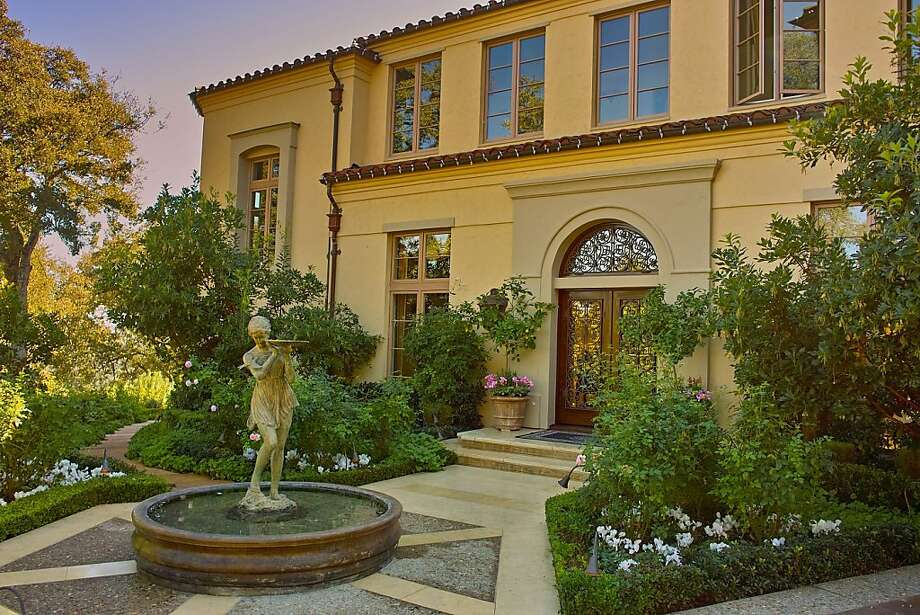 A classical fountain, stucco and a tile roof lend a rustic Italian-country feel. Photo: Pacific Union International, Christie's Great Estates