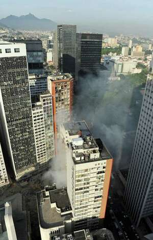 Here is the area where three buildings collapsed in downtwon Rio de Janeiro, Brazil.    AFP PHOTO/Vanderlei ALMEIDA Photo: VANDERLEI ALMEIDA, AFP/Getty Images / 2012 AFP