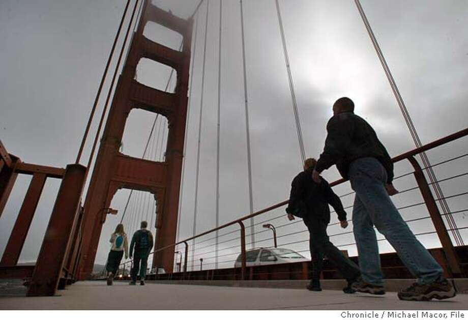 sanfrancisco041_mac.jpg This time of year the Golden Gate Bridge often times shrouded in late afternoon fog doesn't stop visitors from a stroll across the span. Being a tourist in San Francisco. Seeing familiar San Francisco landmarks in unfamiliar ways 10/1/03 in San Francisco. MICHAEL MACOR/ The Chronicle CAT shipping at noon, can you process asap? thx Photo: MICHAEL MACOR
