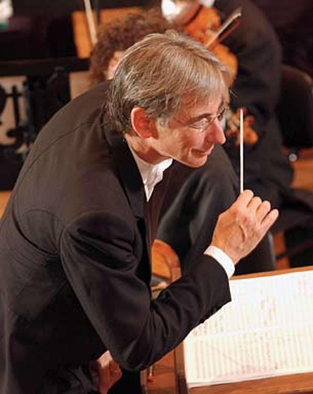 SYMPH05 Conductor Michael Tilson Thomas, San Francisco Symphony. Datebook#Datebook#Chronicle#10/1/2004#ALL#Advance##0421653949