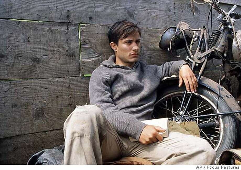 "Gael Garca Bernal, shown in this undated publicity photo playing a 23-year-old medical student from Argentina -- Che Guevara -- who travels across South America with his friend in a personal odyssey which would inspire him to become a revolutionary, in ""The Motorcycle Diaries."" The new biopic about Guevara's early years opens in the United States on Friday, Sept. 24, 2004 (AP Photo/Focus Features) UNDATED Datebook#Datebook#Chronicle#10/01/04#ALL#5star-dot##0422369934"