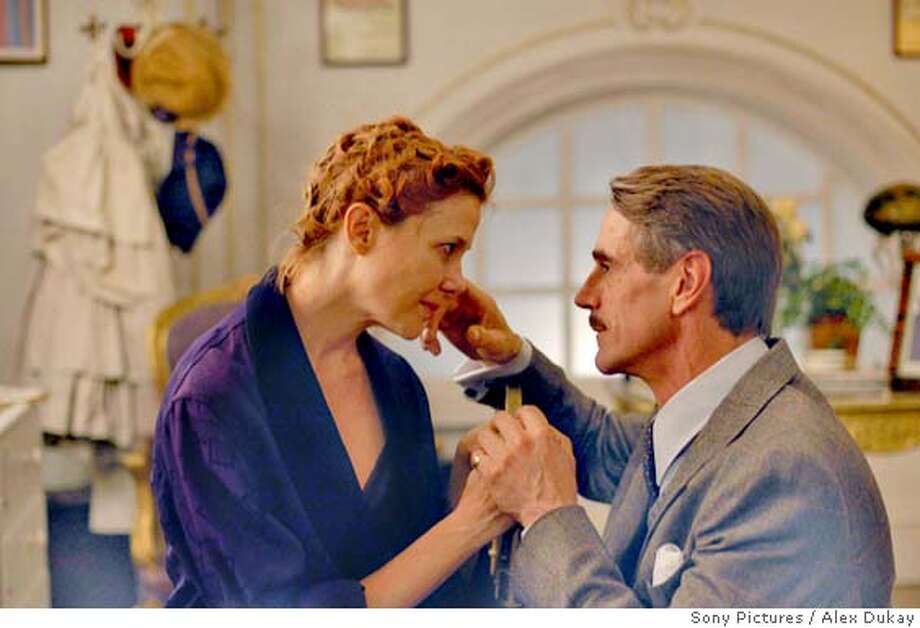 BEING JULIA Annette Bening as Julia Lambert. R: Jeremy Irons as Michael Gosselyn. CR: Alex Dukay/Sony Pictures
