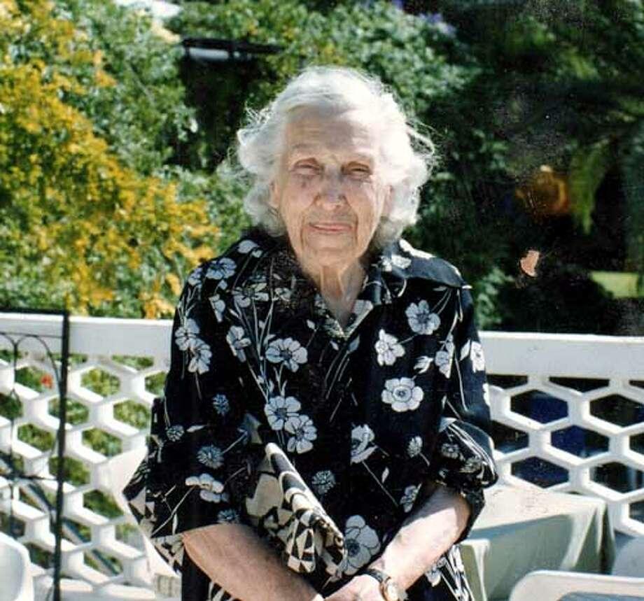 Obituary photo of Evelyn Curro.
