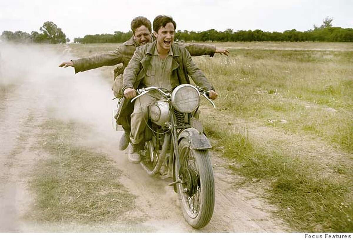 23-year-old medical student from Argentina, Che Guevara (Gael Garcia Bernal, front) travels across South America with his friend Alberto Granado (Rodrigo De la Serna), in a personal odyssey that would inspire him to become a revolutionary who had a profound impact on the history of several nations in