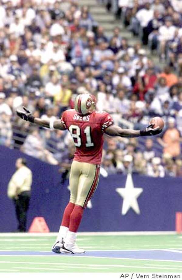 San Francisco 49ers Terrell Owens celebrates his second quarater touchdown against the Dallas Cowboys from the center of the field in Irving, Texas, Sunday, Sept. 24, 2000. (AP Photo/Vern Steinman) DIGITAL IMAGE Sports#Sports#Chronicle#9/26/2004#ALL#2star##421805070 Photo: VERN STEINMAN