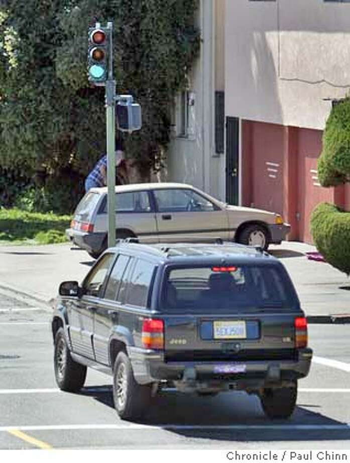 cwoaklandlight_006_pc.jpg  For ChronWatch: A traffic signal at 13th Ave. and MacArthur was readjusted by city work crews after complaints that it was facing the wrong direction on 3/11/05 in Oakland, CA.  PAUL CHINN/The Chronicle MANDATORY CREDIT FOR PHOTOG AND S.F. CHRONICLE/ - MAGS OUT Photo: PAUL CHINN