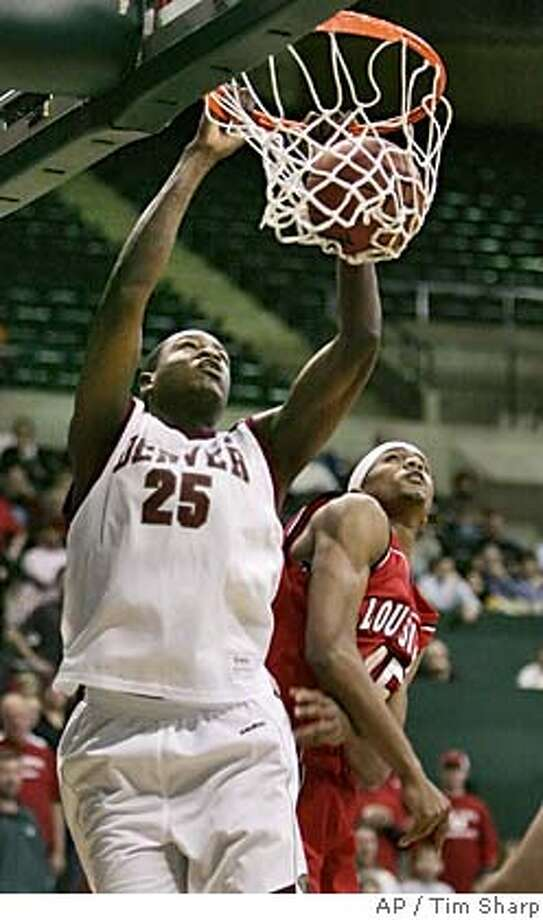 Denver center Yemi Nicholson (25) slams home two points over Louisiana-Lafayette forward Brian Hamilton (45) in the first half of their Sun Belt Conference championship game Tuesday, March 8, 2005 in Denton, Texas. (AP Photo/Tim Sharp) Photo: TIM SHARP/STR