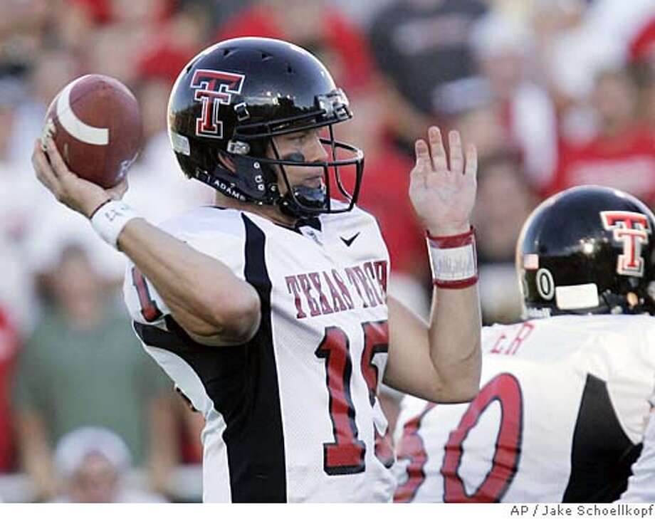 Texas Tech's Sonny Cumbie passes during the first quarter against New Mexico at University Stadium in Albuquerque, N.M., Saturday, Sept. 11, 2004. (AP Photo/Jake Schoellkopf) Sports#Sports#Chronicle#9/24/2004#ALL#5star##0422342795 Photo: JAKE SCHOELLKOPF