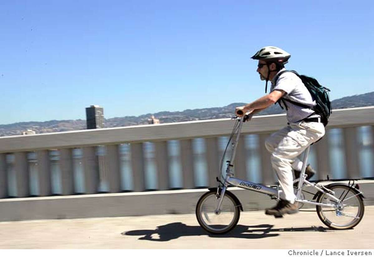 CARFREEXX_0045_LI.JPG Dennis Finnegan passes Lake Merritt on his way to catch Bart during an excursion to the Oakland public library Tuesday. Oakland will hold its first-ever Car Free Day on Thursday, urging all residents to abandon their cars for 24 hours and ride bicycles or take public transit. One man who always does both is Dennis Finnegan, an Oakland resident who shuns cars at every opportunity. By Lance Iversen/San Francisco Chronicle MANDATORY CREDIT FOR PHOTOG AND SF CHRONICLE/ -MAGS OUT-WIRES SERVICES OUT/GARY FONG Metro#Metro#Chronicle#9/23/2004#ALL#5star##0422365897