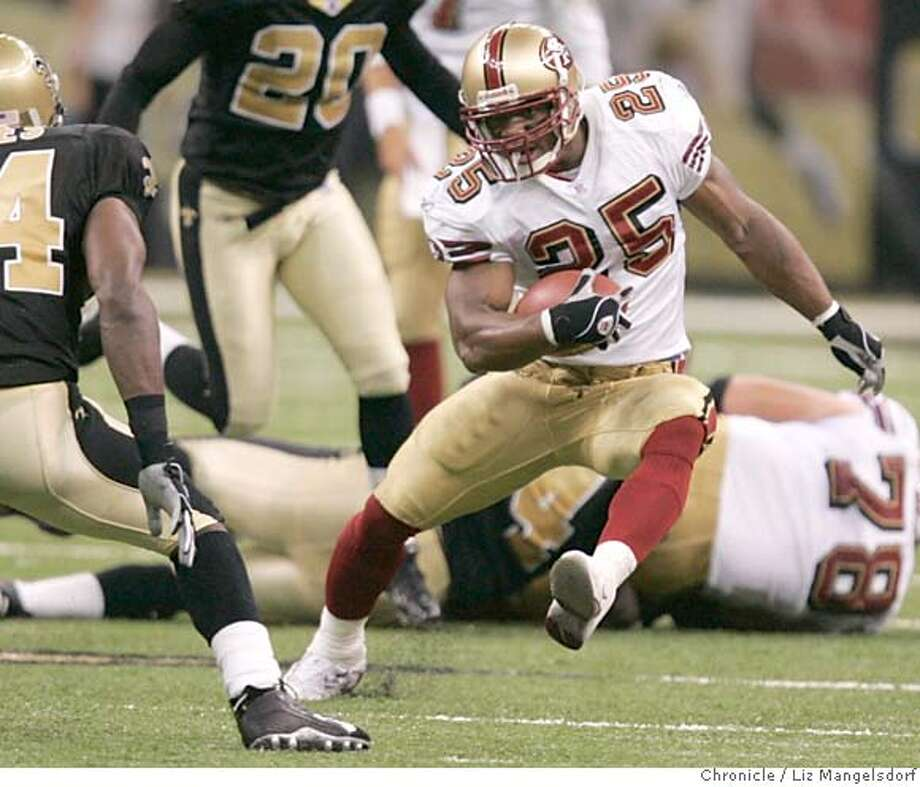 Event on 9/19/04 in New Orleans.  Niner #25 Jamal Robertson runs for yardage in the 4th quarter. New Orleans Saints beat the San Francisco 49ers 30-27 at the Superdome in New Orleans.  Liz Mangelsdorf / The Chronicle Photo: Liz Mangelsdorf