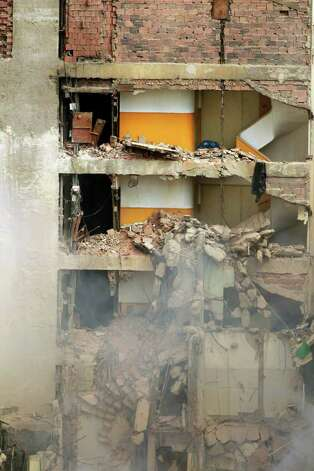 Parcial view Thursday of Liberdade building that collapsed in downtown Rio de Janeiro, Brazil. AFP PHOTO/Ari VERSIANI Photo: ARI VERSIANI, AFP/Getty Images / 2012 AFP