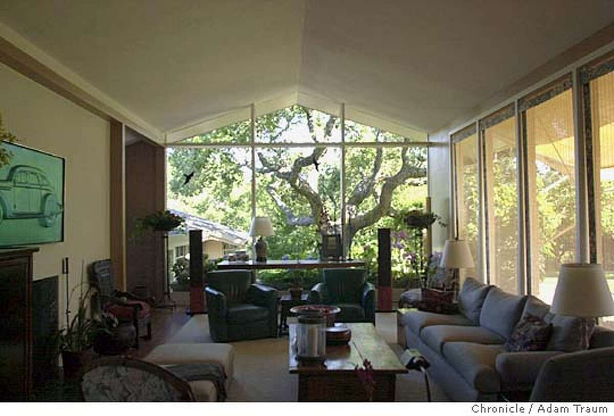 This house Marin County home designed by architecht Gardner Dailey shows his sense of clean lines. Event on 8/28/04 in Kentfield, CA. Adam Traum / The Chronicle