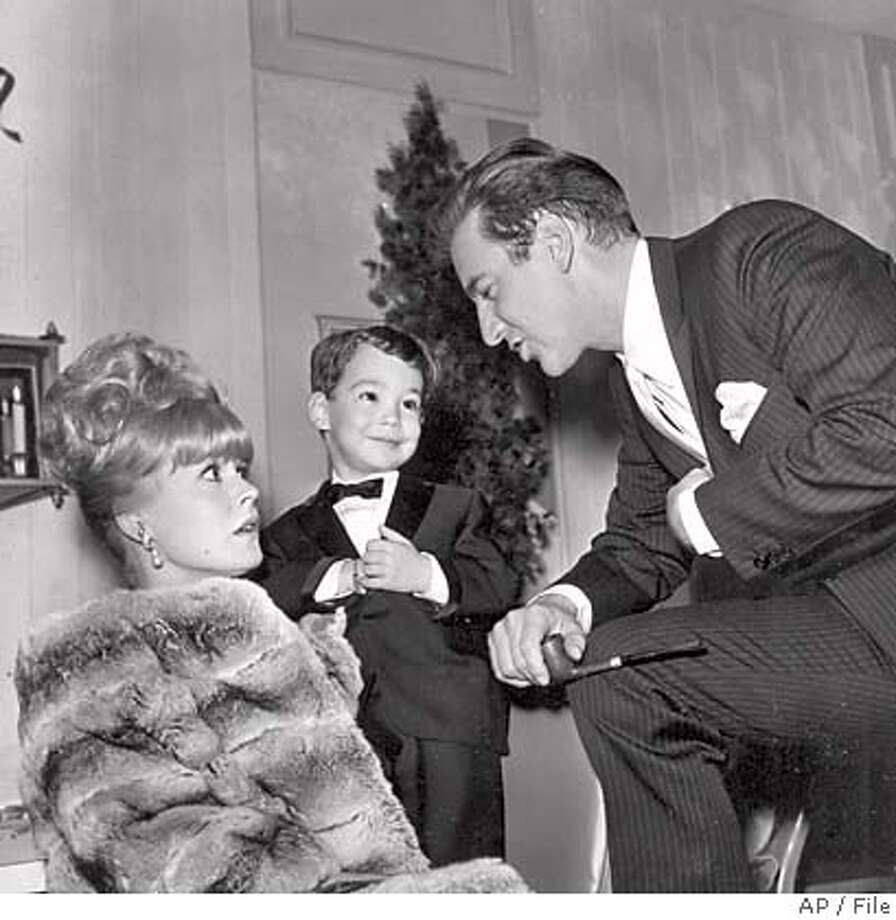 ** FILE ** Singer Bobby Darin, right, and actress Sandra Dee are seen with their son Dodd Darin in Las Vegas, in this Jan. 1966 file photo. A nursing supervisor says actress Sandra Dee has died at age 62. (AP Photo/File) JAN 1966 FILE PHOTO