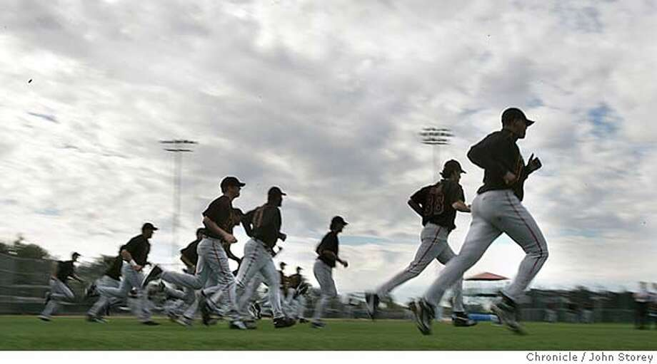 021805_Giants_jrs279.JPG  The Giants players run under foreboding skys.  The Giants open Spring Training in Scottsdale. Event on 2/18/05 in Scottsdale. John Storey / The Chronicle MANDATORY CREDIT FOR PHOTOG AND SF CHRONICLE/ -MAGS OUT Photo: John Storey