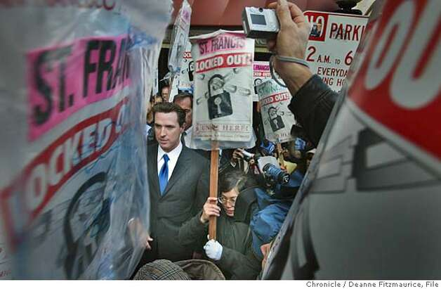 Mayor Gavin Newsom walked the picket line with locked out workers in front of the St. Francis Hotel.  Deanne Fitzmaurice / The Chronicle Photo: Deanne Fitzmaurice