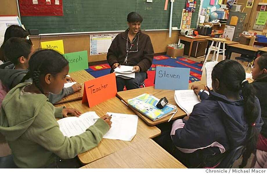 school_007_mac.jpg - Students, l to r- Maria Rodriquez 8, Jonathan Munoz 9, Jameia Harvey 9, Nadia Kahn 9, and Uaniva Katoa 10 participate in the after school tutoring program. Cox Elementary School in East Oakland, 1st grade teacher Joy Harrison tutors 3rd and 4th graders in Language Arts after school. A study says students in poorer schools get less experienced teachers while schools within the same district in higher income areas get more experienced teachers. 2/15/05 Oakland, Ca Photo by Michael Macor / San Francisco Chronicle Mandatory Credit for Photographer and San Francisco Chronicle/ - Magazine Out Photo: Michael Macor