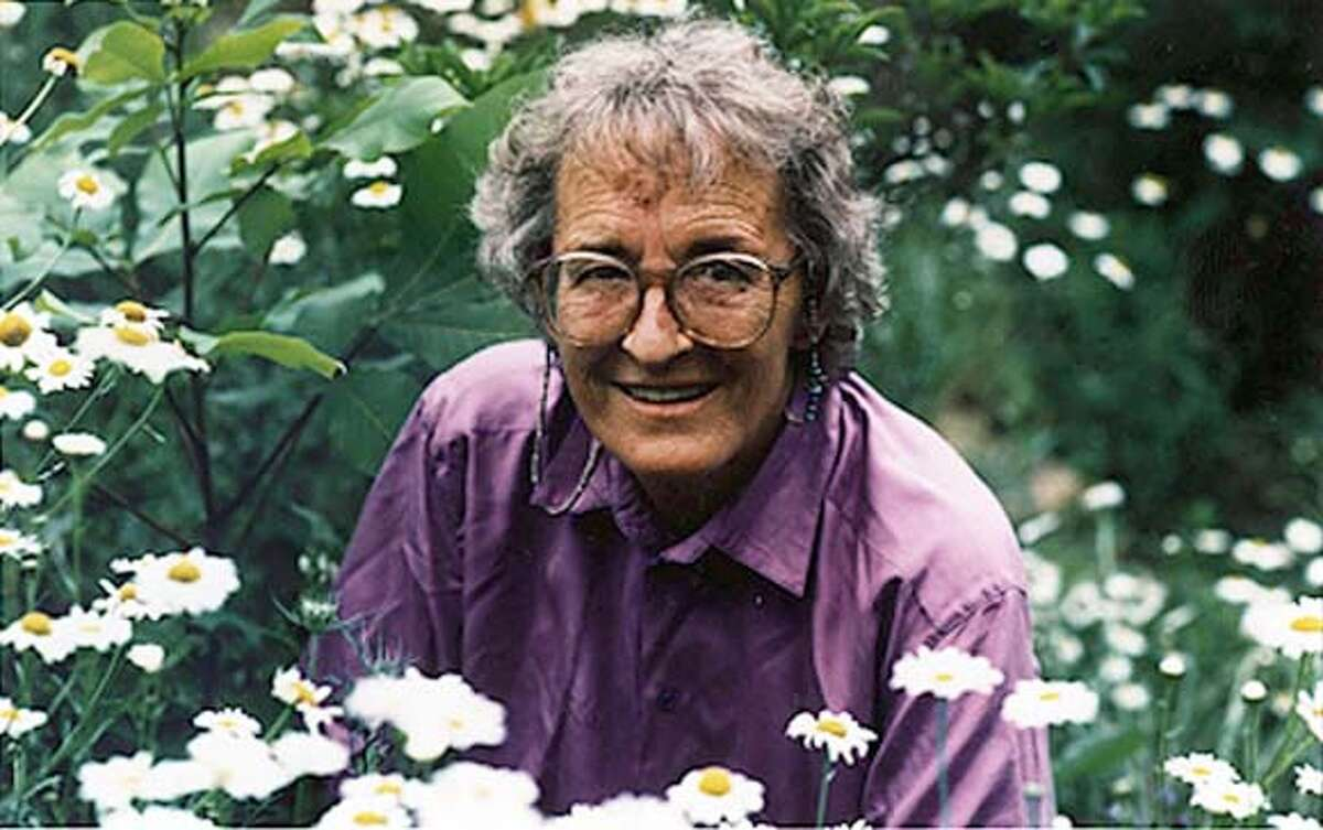 (NYT12) UNDATED -- AUG. 25, 2004 -- OBIT-KUBLER-ROSS -- Elisabeth Kubler-Ross, the psychiatrist whose pioneering work in counseling terminally ill patients helped to revolutionize the care of the dying, enabling people all over the world to die more peacefully and with greater dignity, died Tuesday at her home in Scottsdale, Ariz. She was 78. Kubler-Ross in a photo released in 1997 by her son, Kenneth L. Ross. (Courtesy of Kenneth L. Ross/The New York Times) XNYZ