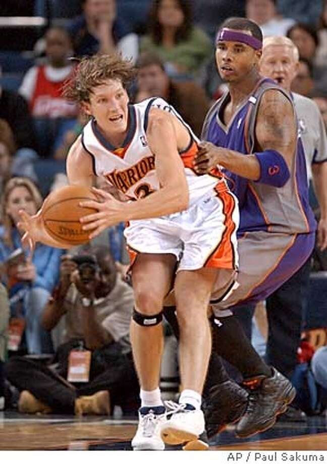 Golden State Warriors guard Mike Dunleavy is closely guarded by Phoenix Suns forward Quentin Richardson in the first quarter Sunday, Feb. 13, 2005, in Oakland, Calif. (AP Photo/Paul Sakuma) Photo: PAUL SAKUMA