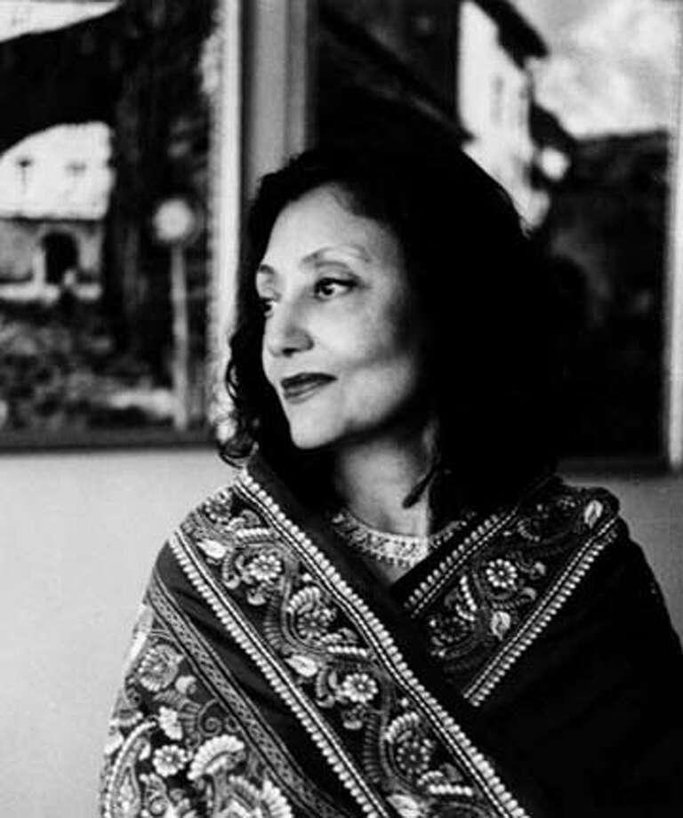 LITGUIDE22.JPG Author Bharati Mukherjee HANDOUT BookReview#BookReview#Chronicle#08-22-2004#ALL#Advance#M5#0422268435