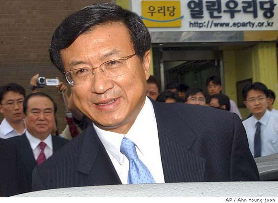 Shin Ki-nam, chairman of the ruling Uri party, gets into a car to leave the party's headquarters in Seoul, Thursday, Aug. 19, 2004. Shin resigned his chairmanship Thursday after a magazine's revelations suggested he had covered up his father's past as a military policeman for Japanese occupiers more than a half-century ago. (AP Photo/Ahn Young-joon) Photo: AHN YOUNG-JOON