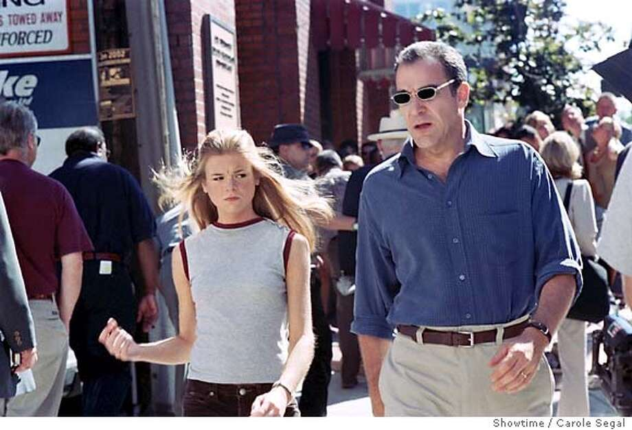 "DEAD LIKE ME 08 b For PINKCOVER08, Datebook; Ellen Muth as George Lass and Mandy Patinkin as Rube in ""Dead Like Me."" Photo: Carole Segal/Showtime; date} in . Showtime / Carole Segal / Showtime Photo: Carole Segal"