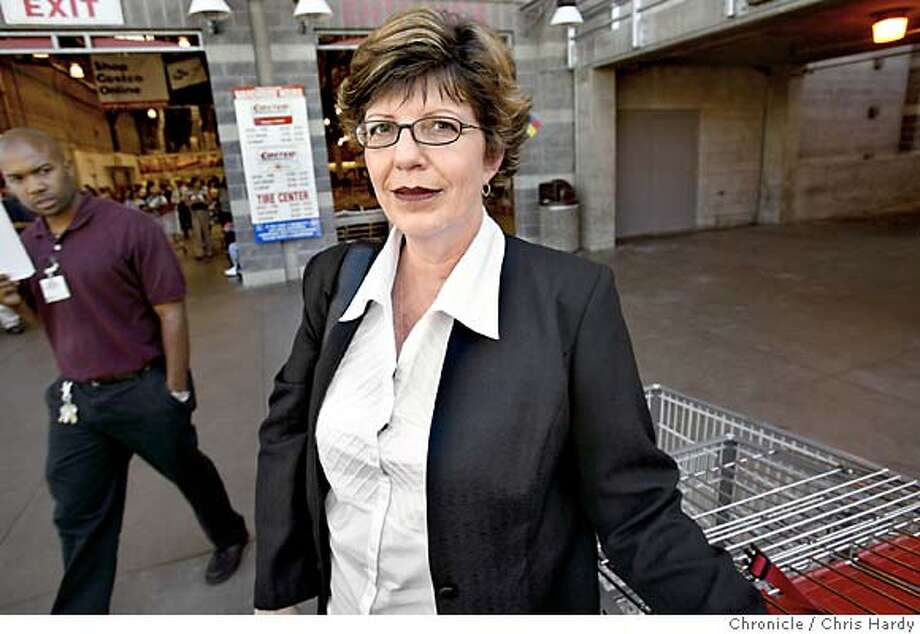 Lead plaintiff Shirley Rae Ellis - in class-action sex-discrimination lawsuit against Costco. Here she is at the SF Costco at 10th and Harrison. Event on 8/17/04 in San Francisco.  Chris Hardy / San Francisco Chronicle Photo: Chris Hardy