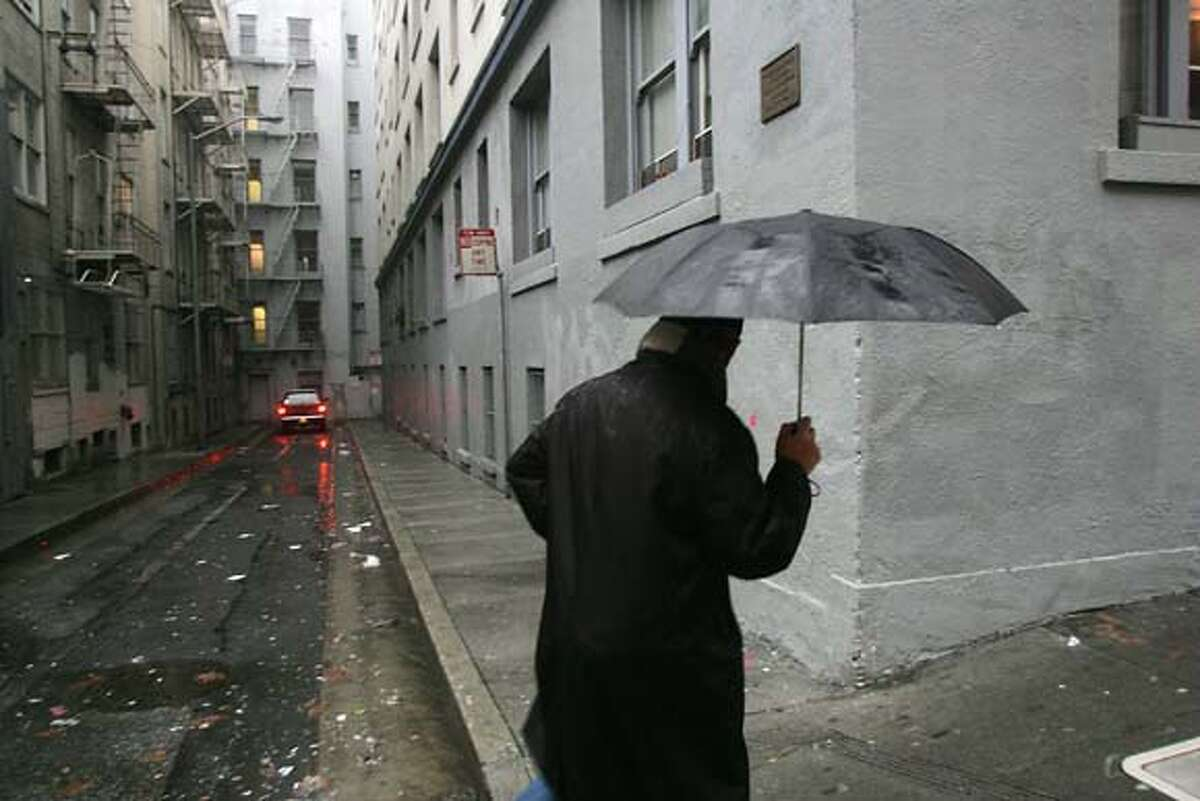 """Burritt Alley near Union Square: In this alley near the Tunnel Top bar (a favorite hidden drinking hole), a plaque marks the spot where a fictional event occurred. It was here where Miles Archer, partner of Sam Spade, was shot by Brigid O'Shaughnessy in """"The Maltese Falcon."""""""