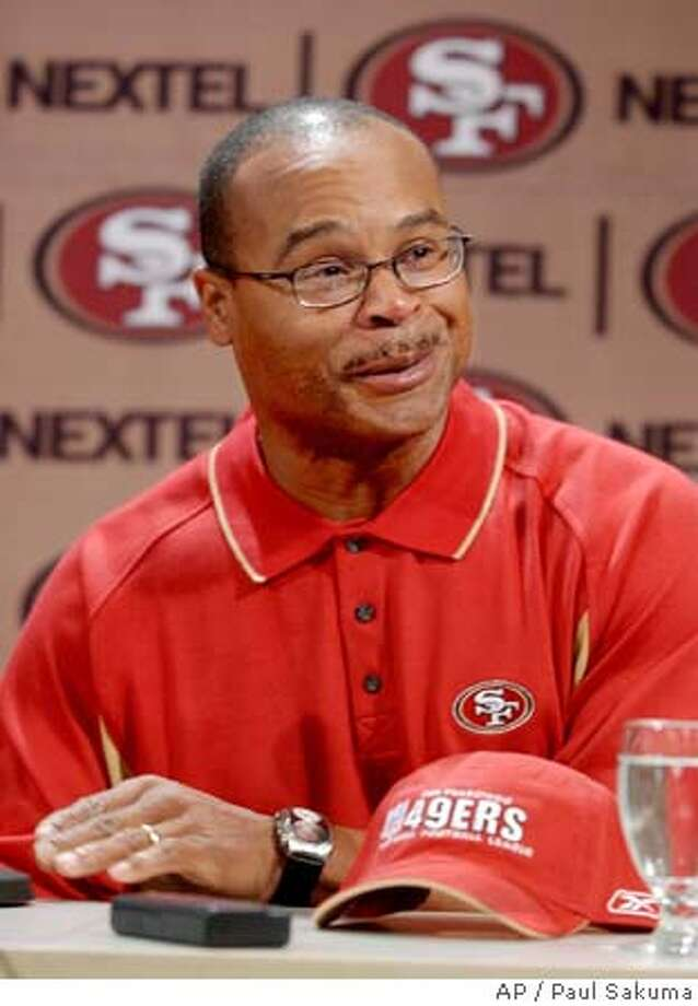 New San Francisco 49ers assistant head coach and linebackers coach Mike Singletary smiles at a news conference at 49ers headquarters in Santa Clara, Calif., Friday, Jan. 21, 2005. Singletary coached with 49ers head coach Mike Nolan for the previous two seasons as the Baltimore Ravens inside linebackers coach. (AP Photo/Paul Sakuma) Photo: PAUL SAKUMA