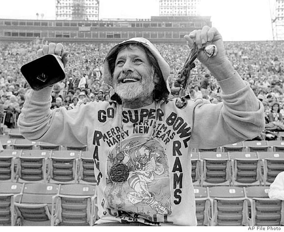 **FILE** Gypsy Boots cheers on the Los Angeles Rams in this Dec. 1977 file photo in Los Angeles. Gypsy Boots, a California fitness icon, author and health guru who paved the way for generations of beatniks, hippies and health-food junkies, died Sunday Aug. 8, 2004. He was 89. (AP Photo/File) A DECEMBER, 1977 FILE PHOTO. BLACK AND WHITE ONLY. Photo: AP