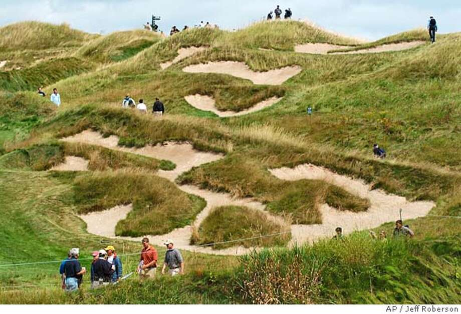 Spectators zigzag through the paths leading to the 11th hole during practice for the PGA Championship at Whistling Straits in Haven, Wis., on Tuesday, Aug. 10, 2004. (AP Photo/Jeff Roberson) Photo: JEFF ROBERSON