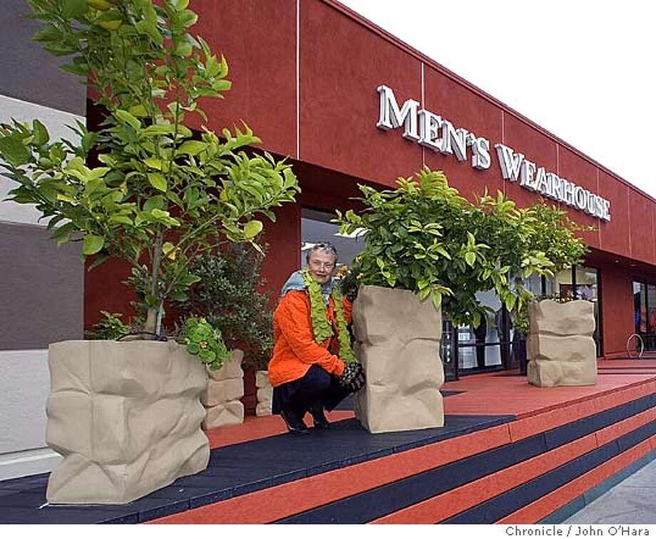 GARDENWALKS26_034_OHARA.CR2  CORETE MADERA, CA Topher Delaney and planting project she has in shoppong center  photo/ John O'Hara Photo: John O'Hara
