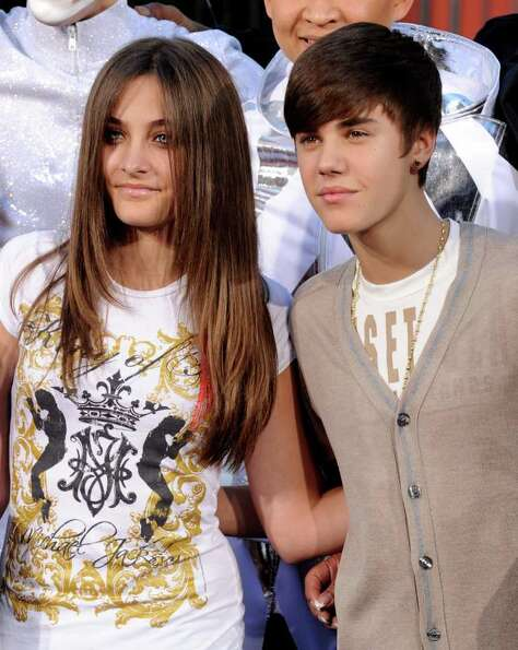LOS ANGELES, CA - JANUARY 26:  Paris Jackson (L) and singer Justin Bieber pose at the Michael Jackso