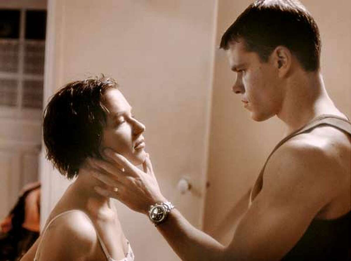 "Matt Damon as Jason Bourne and Franka Potente as Marie Kreutz in Universal Studios' ""The Bourne Identity"" HANDOUT"
