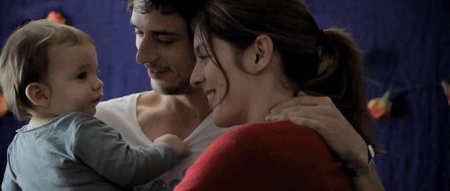 CŽsar Desseix as Adam at 18 months, JŽrŽmie Elka•m as RomŽo and ValŽrie Donzelli as Juliette in ValŽrie DonzelliÕs DECLARATION OF WAR. Photo: Sundance Selects