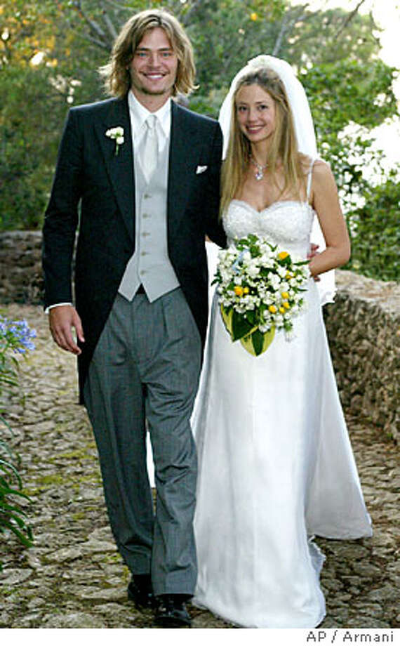 Oscar Winning Actress Mira Sorvino Right Poses On Her Wedding Day With
