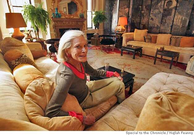 "Legendary New York socialite and author of RSVP, an album-sized cookbook, Nan Kempner at her Park Avenue apartment. Kempner is known as ""New York's leading socialite"". PHOTO BY NAJLAH FEANNY/SPECIAL FOR THE CHRONICLE ONE-TIME USE ONLY Photo: Najlah Feanny"