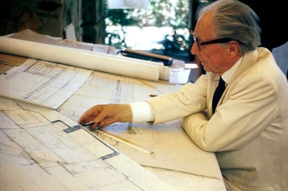 WRIGHT30A.JPG Frank Lloyd Wright at work / HO