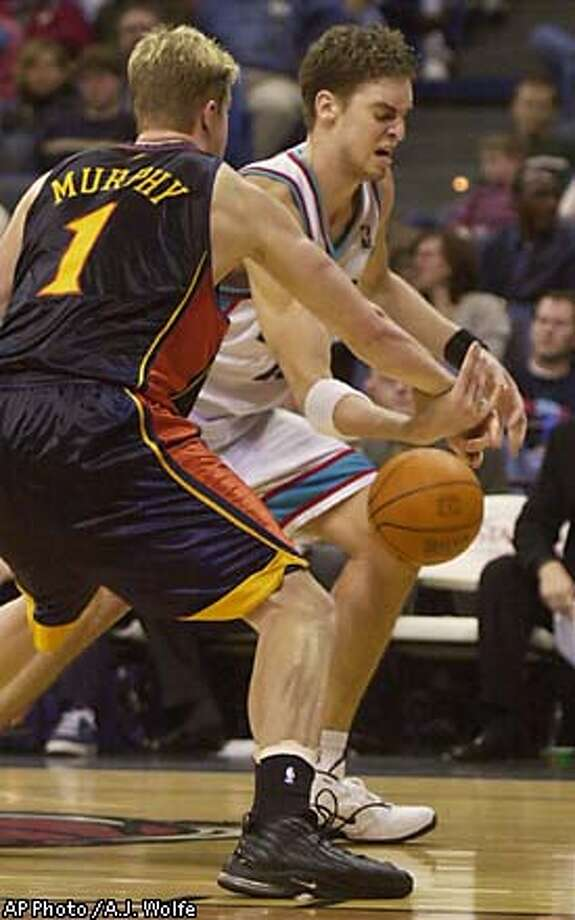 Memphis Grizzlies' Pau Gasol of Spain loses the ball as Golden State Warriors' Troy Murphy (1) defends during the fourth quarter Monday, Dec. 16, 2002, in Memphis, Tenn. Gasol scored 18 points and the Grizzlies won 104-91. (AP Photo/A.J. Wolfe) Photo: A.J. WOLFE