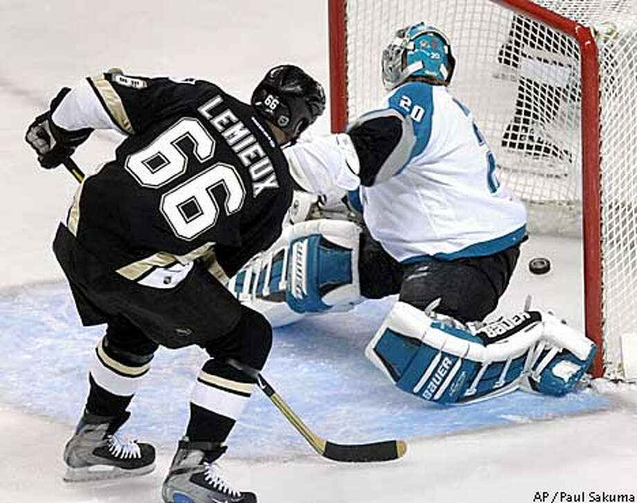 Pittsburgh Penguins center Mario Lemieux scores past San Jose Sharks goalie Evgeni Nabokov in the first period, Thursday, Dec. 12, 2002, in San Jose, Calif. (AP Photo/Paul Sakuma) Photo: PAUL SAKUMA