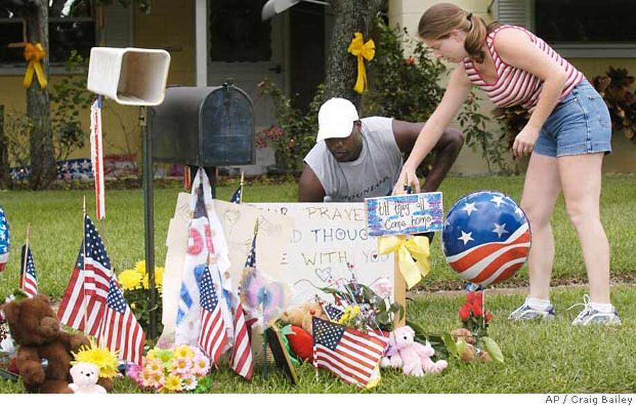 6/19/04--Carlton and Stacey Hadley of Merritt Island, FL leave a sign showing their support of Paul Johnson, Jr. in front of the home of his son Paul Johnson III Saturday afternoon. Paul Johnson, Jr. was kidnapped and beheaded by members of the terrorist group al-Qaida in Saudi Arabia Friday. Photo by Craig Bailey/Florida Today Photo: Craig Bailey