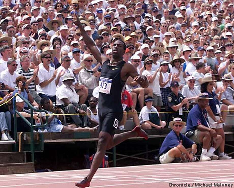 Michael Johnson breezed to a victory in the 400 meters in 43.68, the fastest time in the world this year. Chronicle photo by Michael Maloney / SAN FRANCISCO  CHRONICLE