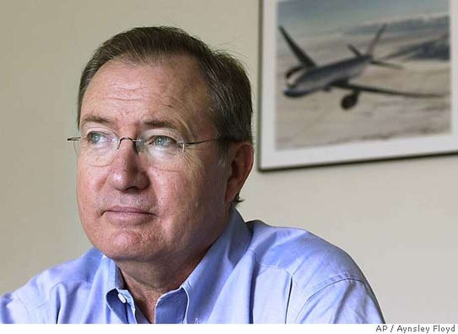 United Airlines chief executive Glenn F. Tilton is seen in the board room at the company headquarters in Elk Grove Village, Ill., on June 11, 2004. Since taking over as head of United in September 2002, Tilton is slowly bringing the carrier back from the brink of bankruptcy and reshaping it into a cost-competitive airline. (AP Photo/Aynsley Floyd) Photo: AYNSLEY FLOYD