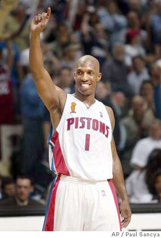 Detroit Pistons guard Chauncey Billups acknowledges the crowd after scoring in the third quarter against the Los Angeles Lakers in Game 5 of the at the Palace of Auburn Hills, Mich., Tuesday, June 15, 2004. (AP Photo/Paul Sancya) Photo: PAUL SANCYA