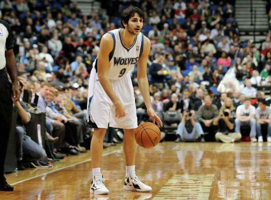 El español Ricky Rubio está en su primera temporada en la NBA. Photo: Jim Mone / AP