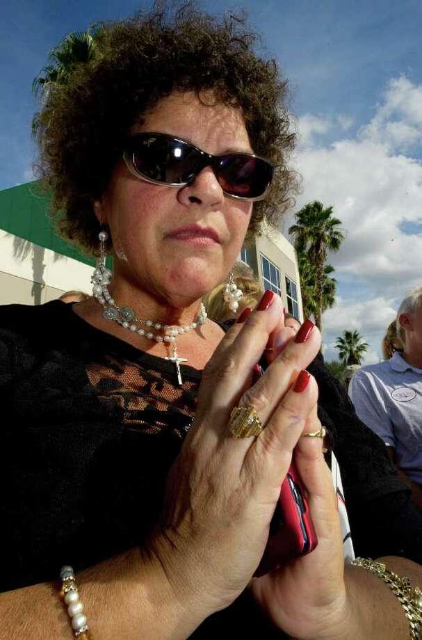 Kathy Sánchez acude a escuchar al aspirante presidencial republicano Newt Gingrich en Florida. Photo: PAUL J. RICHARDS / AFP